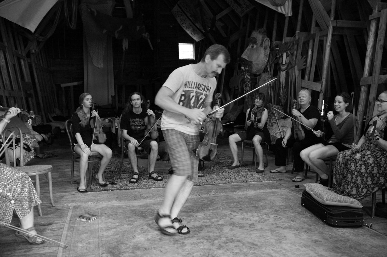 2013 - Christer giving a demonstration during fiddle class