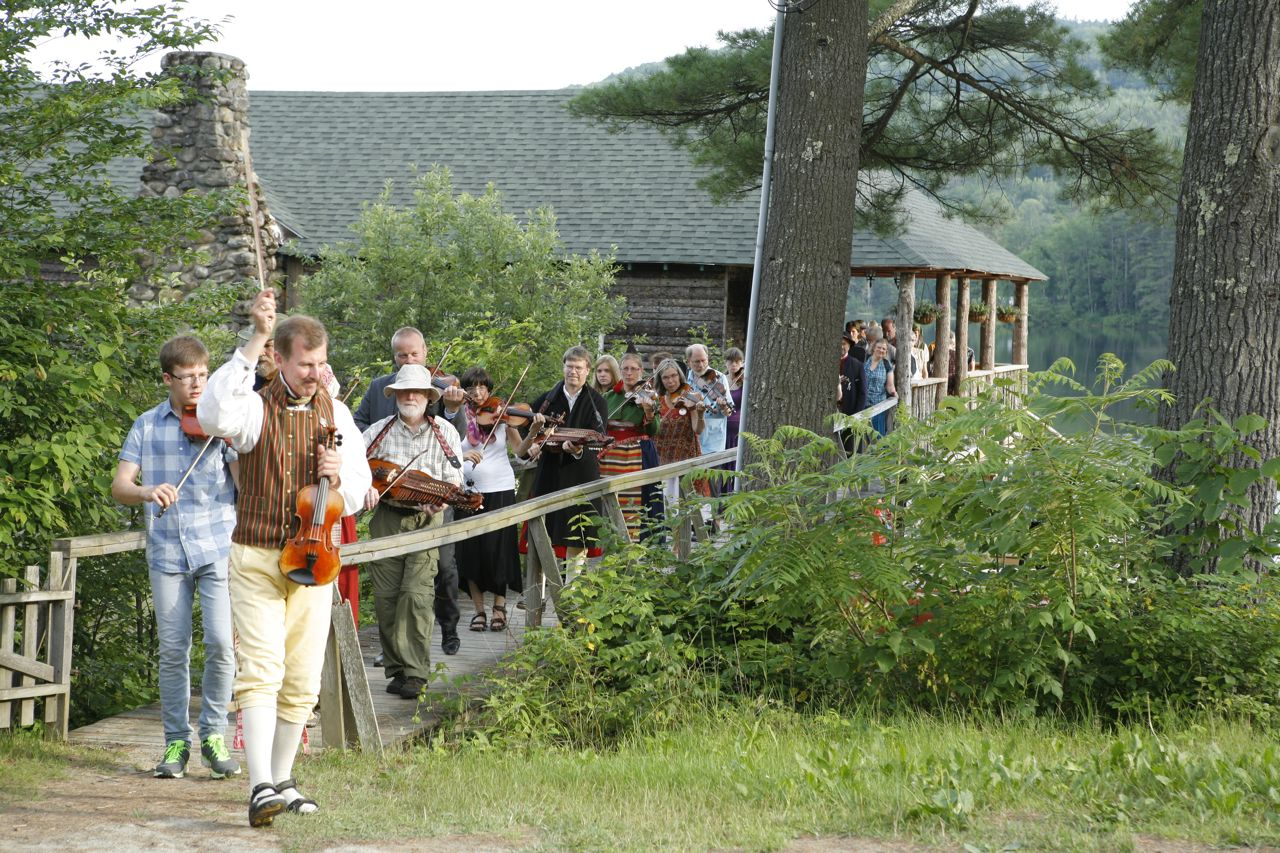 2013 - Christer leading the fiddlers to the smörgåsbord!
