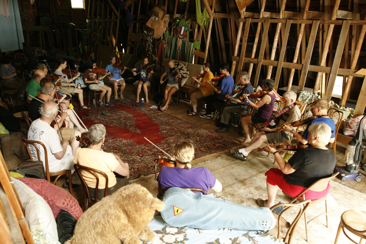 2014 - A large morning fiddle class